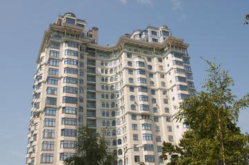 Современный высотный жилой дом