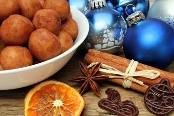 Marzipankartoffeln mit Weihnachtsdeko