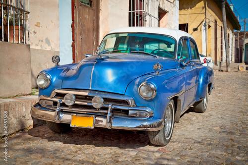 Aluminium Cubaanse oldtimers Classic Chevrolet in Trinidad, Cuba.
