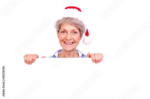 rentnerin mit weihnachtsmütze