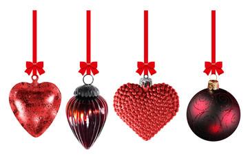 Weihnachtskugeln an roten Schleifen