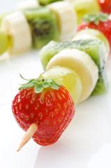 Spiedino di frutta, closeup, selective focus