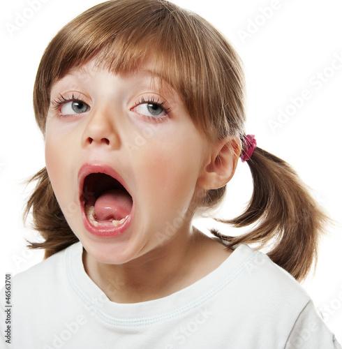 кончают прям на малаетку а мама лижет сперму