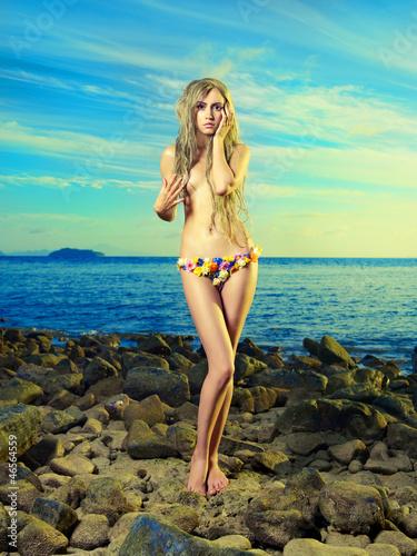 Leinwanddruck Bild Gorgeous blonde in flower bikini at the sea