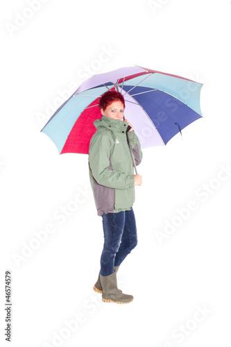 Frau mit großem Regenschirm