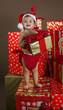 Bebé con regalos