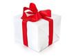 Geschenk in weißem Geschenkpapier