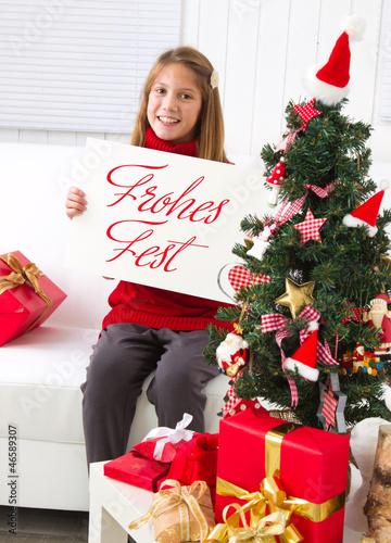 Frohes Fest wünschte ein kleines Mädchen