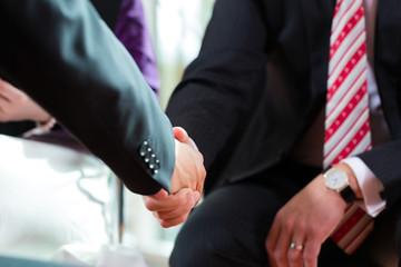 Handschlag im Geschäft