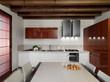 cucina moderna con pensili laccato rosso