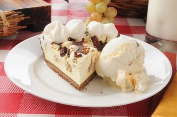 Turtle pie with ice cream