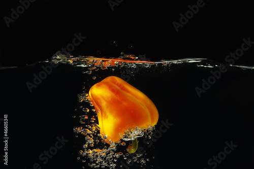 Bellpepper falling into the water with a splash