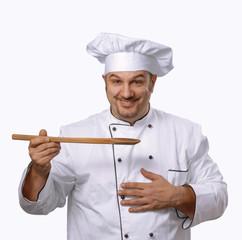 Cocinero chef probando alimento,sujetando una cuchara.