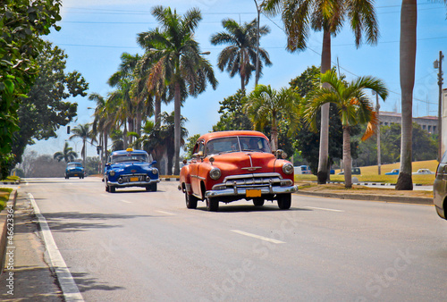 Tuinposter Cubaanse oldtimers American classic cars in Havana.