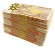 noeud cadeau doré sur liasse de billets