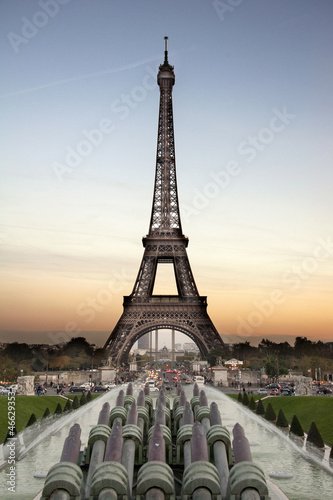 tour eiffel at the sunset