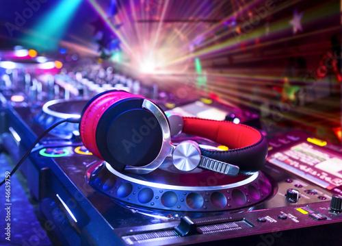 Leinwanddruck Bild Dj mixer with headphones