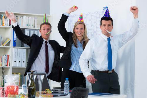 geschäftsleute feiern ein jubiläum