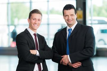 Freundliche Business-Männer