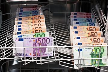 Geldwäsche in der Spülmaschine