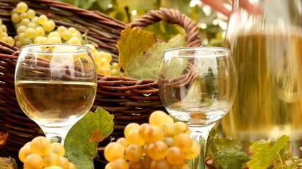 процесс розлива вина