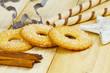 Zuckerkringel und Waffelröllchen