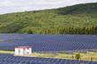 Feld mit Solaranlagen