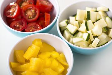 Drei Schälchen mit Gemüse