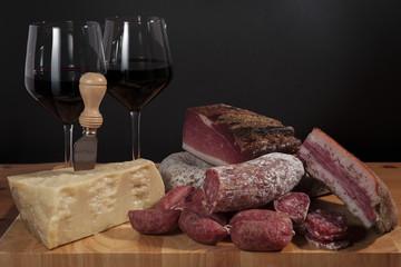 Affettati e vino rosso