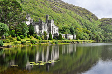 "Постер, картина, фотообои ""Kylemore Abbey in Connemara mountains, Ireland"""