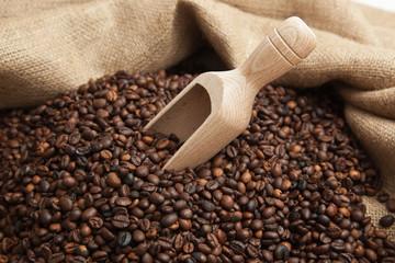Caffè con cucchiaio di legno