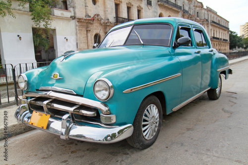 Tuinposter Cubaanse oldtimers Classic blue Plymouth in Havana. Cuba.