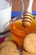 Colazione con latte,cereali e miele