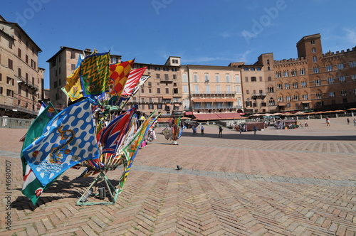 Siena, piazza del campo flags