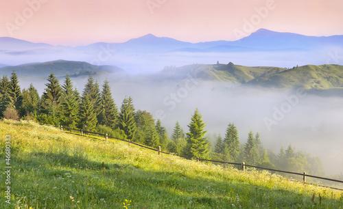 piekny-wiosna-krajobraz-w-gorach