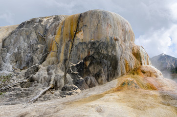 roccia e zolfo a Mammoth Hot Springs a Yellowstone