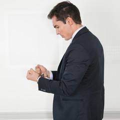 Manager in Handschellen