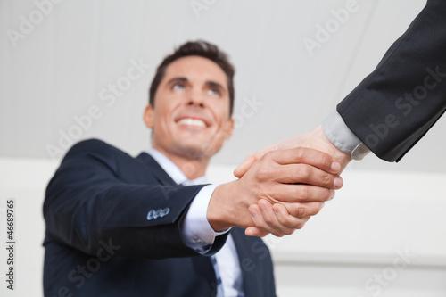 Manager beim Händeschütteln