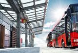Moderner Busbahnhof Haltestelle mit Bus - modern Bus Station
