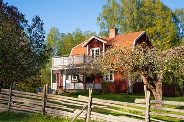 Typisches rotes Holzhaus in Småland, Schweden