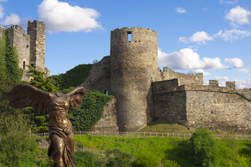 angel without head in fron of the castle in Ponferrada