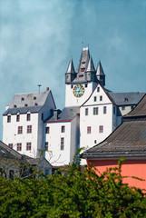Grafenschloß Diez thront über den Dächern der Stadt