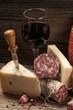 salame formaggi e vino rosso