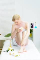 blonde frau zur massage