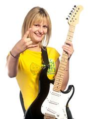 Jeune femme jouant de la guitare