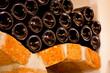 Weinflaschen auf Gewölbe