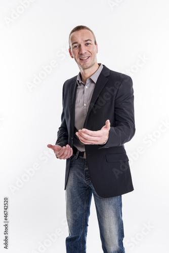 Der Erklärbär - Mann beim erklären mit rhetorischer Geste