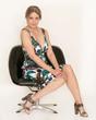Sexy Dame im Sessel