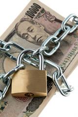 Japanische Yen Geldscheine mit Schloss und Kette