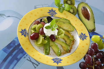 Kiwi and grape salad with avocado